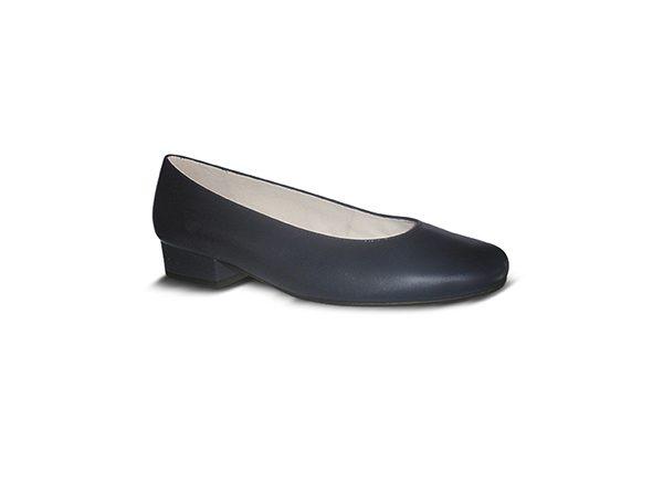Zapato-azafata-comodo-azul-A-bajo