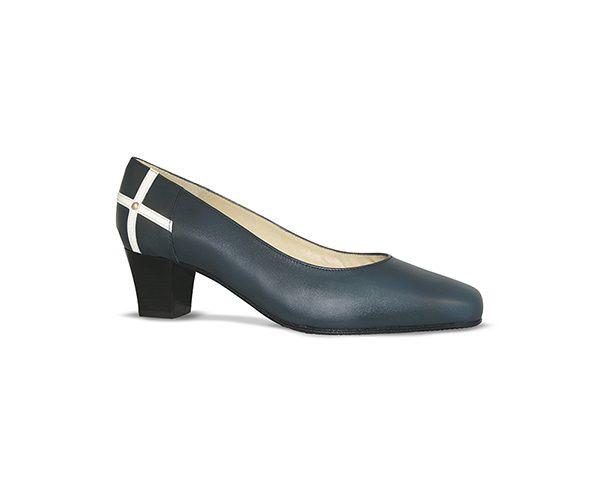Zapato-comodo-azafata-azul-conchita-alto